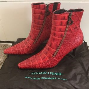 Donald J Pliner **HOT** leather booties Size 7.5 M